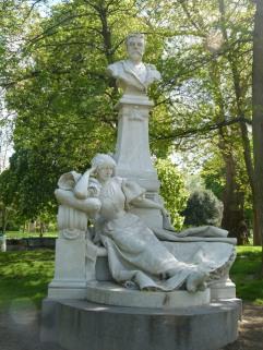 פסל של גי דה מופסאן